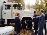 """ХК """"АвтоКрАЗ"""" представила украинским спасателям специальный аварийно-спасательный автомобиль САРМ-В"""