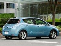 В Англию привезли первые электрокары Nissan Leaf