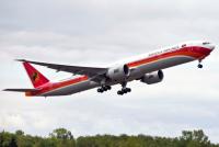 Boeing поставил первый лайнер 777-300ER авиакомпании из Анголы