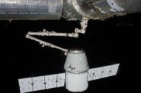 Частный грузовой корабль Dragon пристыковался к МКС