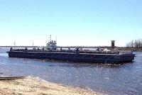 Городецкие корабелы спустили на воду два понтона для причала проекта 16181