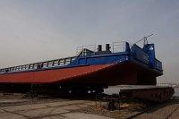 Красноярская судоверфь спустила на воду очередную баржу-площадку для ЕРП
