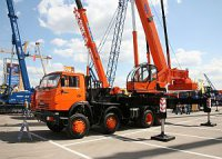 КАЗ освоил серийный выпуск новых кранов