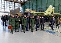 Министр обороны ознакомился с производством истребителей Су-34 на Новосибирском авиазаводе