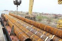 """""""Атомэнергомаш"""" завершил отгрузку свай для нефтяной платформы ПАО """"Лукойл"""" на Каспии"""