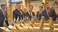 Премьер-министр РФ побывал на Невском заводе