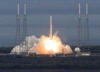 Первая ступень РН Falcon 9 приземлилась после запуска корабля Dragon
